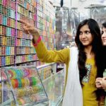 Bangles, Henna stalls fascinate young girls during Eid shopping