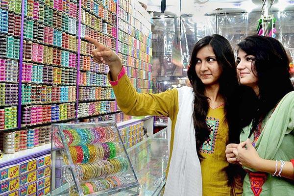 eid-shopping-bangles-600